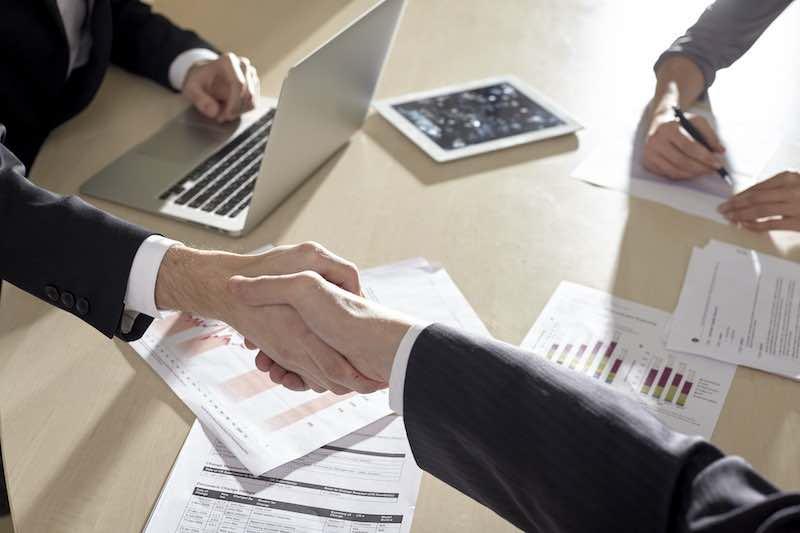 情報発信ビジネスで大きく稼ぐ方法とは?サラリーマン営業職との共通点の話。